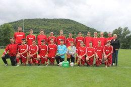 A-Jugend mit Eiskoffer von AOK Bayern
